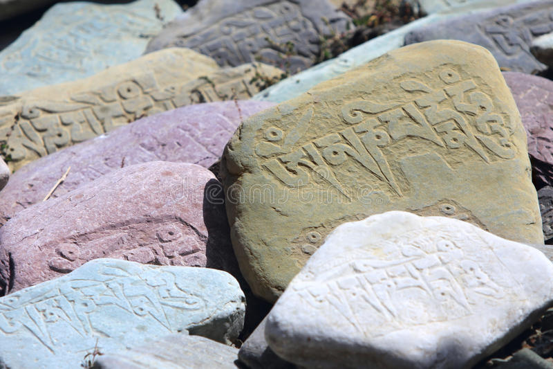 bönen stenar tibetant royaltyfri fotografi