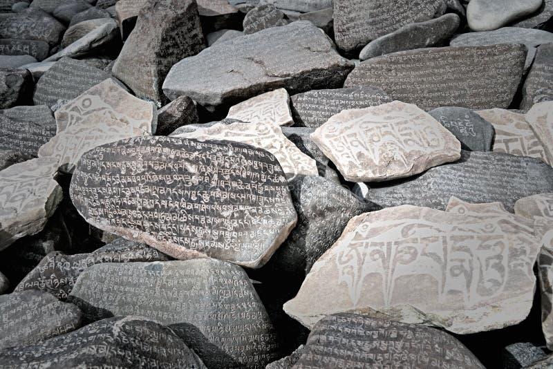 bönen stenar tibetant royaltyfria foton