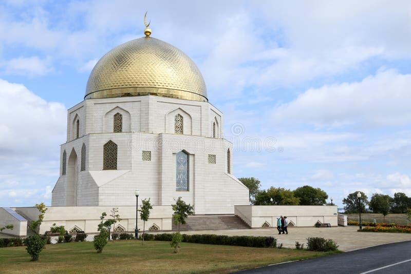 Böner går till moskén i Bolgar, Tatarstan, Ryssland royaltyfri bild