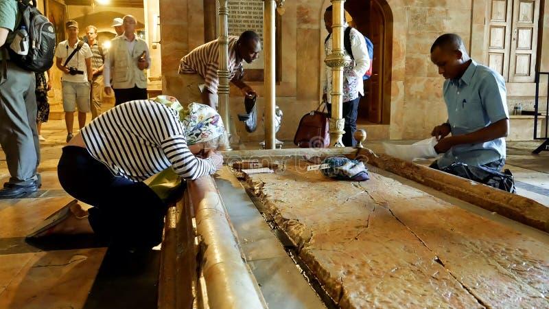 Böner på stenen av att smörja i Jerusalem royaltyfria bilder