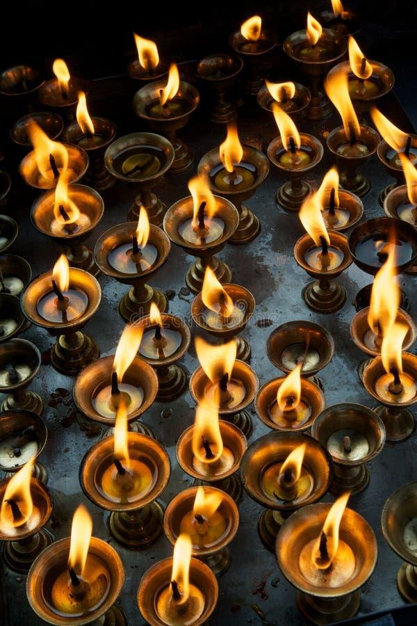Download Bönlampor arkivfoto. Bild av lampa, andlighet, flamma - 27286716
