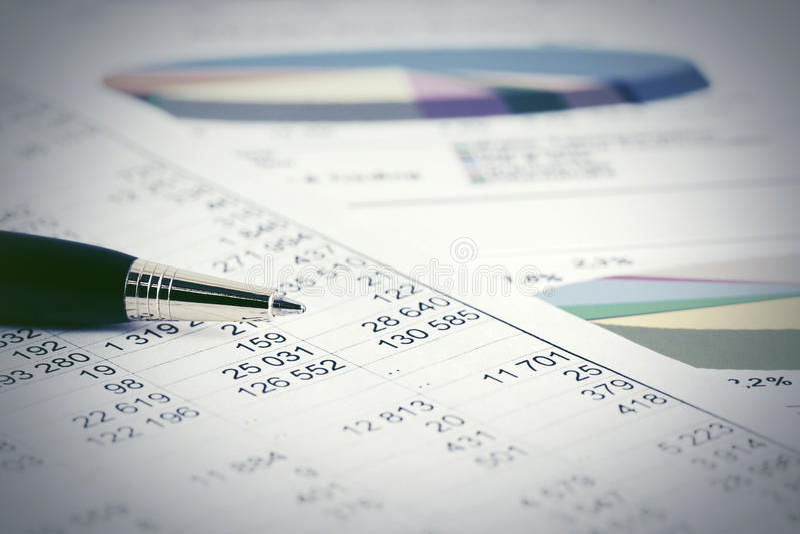 Börse der Finanzbuchhaltung stellt Analyse grafisch dar lizenzfreie stockfotos