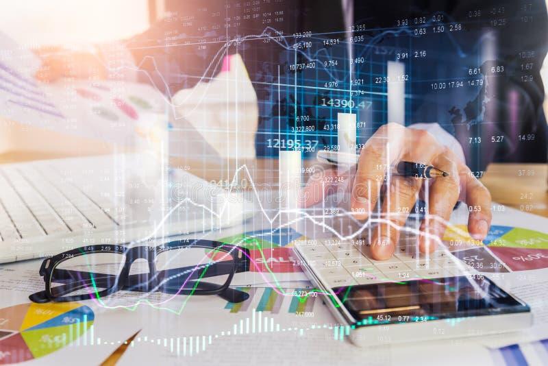 Börse oder Devisenhandelsdiagramm und -kerzenständer entwerfen passendes für Finanzinvestitionskonzept Wirtschaft neigt Hintergru stockfotos
