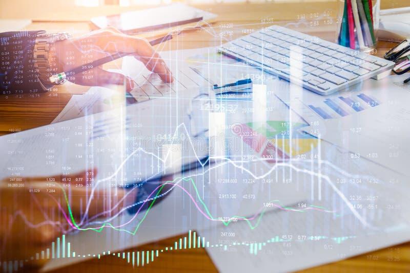 Börse oder Devisenhandelsdiagramm und -kerzenständer entwerfen passendes für Finanzinvestitionskonzept Wirtschaft neigt Hintergru stockfoto
