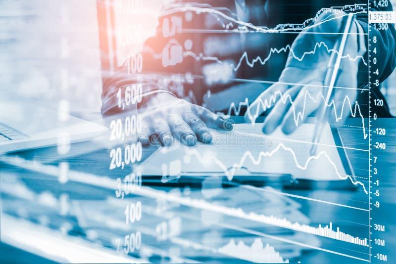 Börse oder Devisenhandelsdiagramm und -kerzenständer entwerfen passendes für Finanzinvestitionskonzept Wirtschaft neigt Hintergru lizenzfreie stockbilder