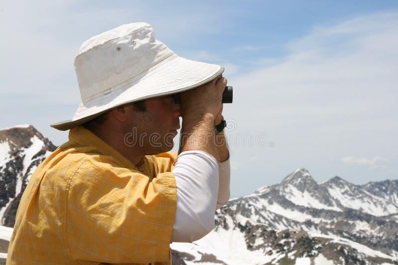 búsqueda con los prismáticos imagenes de archivo