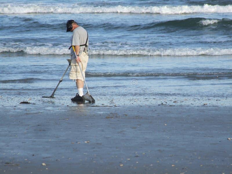 Búsqueda de la playa foto de archivo libre de regalías