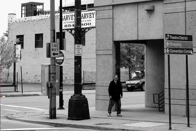 Büffelstraße mit Obdachlosem im Büffel NY lizenzfreie stockfotografie