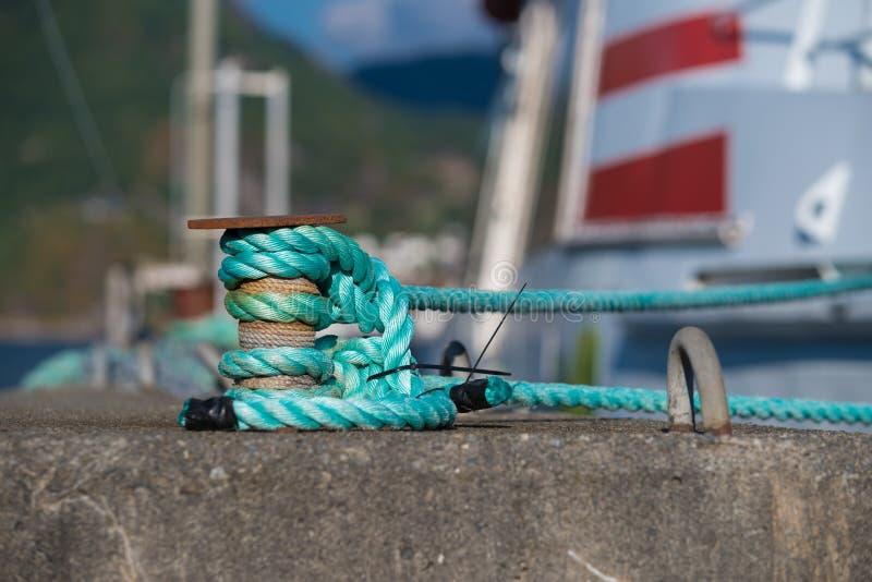 Bügel mit Seil lizenzfreies stockfoto
