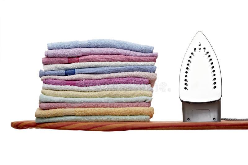 Bügelnde Kleidung stockbilder