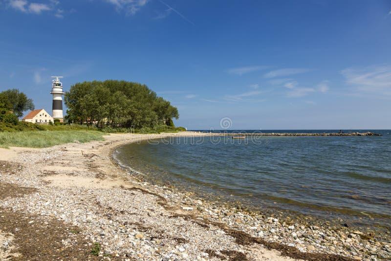 Bülk海滩和灯塔在波罗的海海岸的 免版税图库摄影