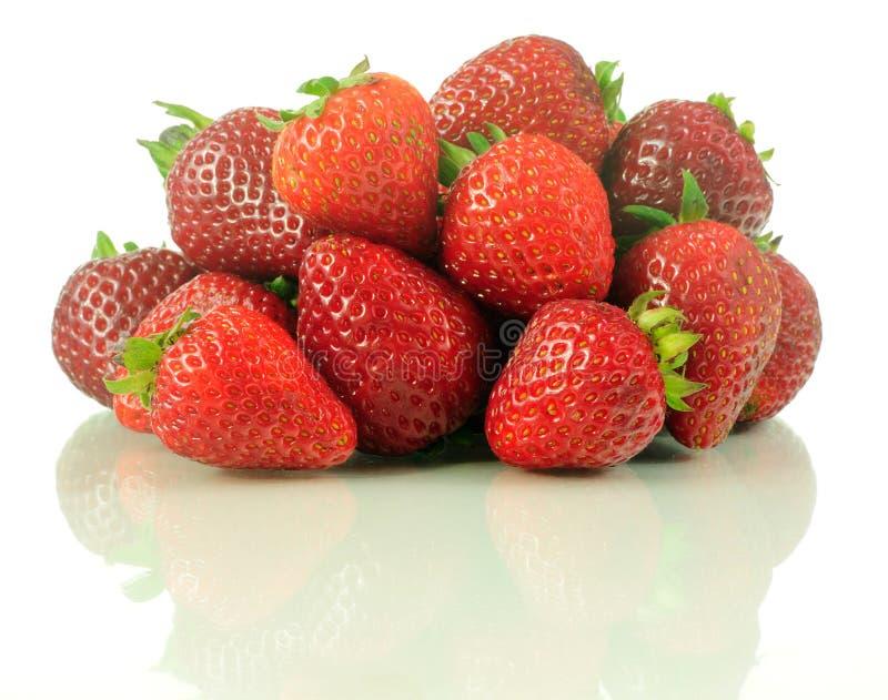 Bündel Erdbeeren lizenzfreie stockfotos