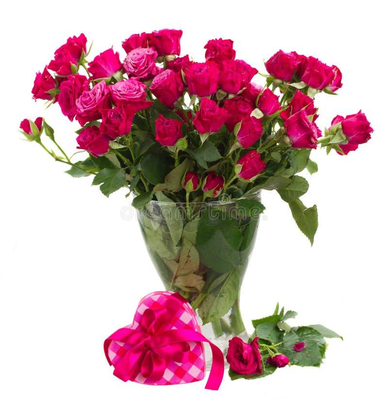 Bündel frische malvenfarbene Rosen stockfotografie