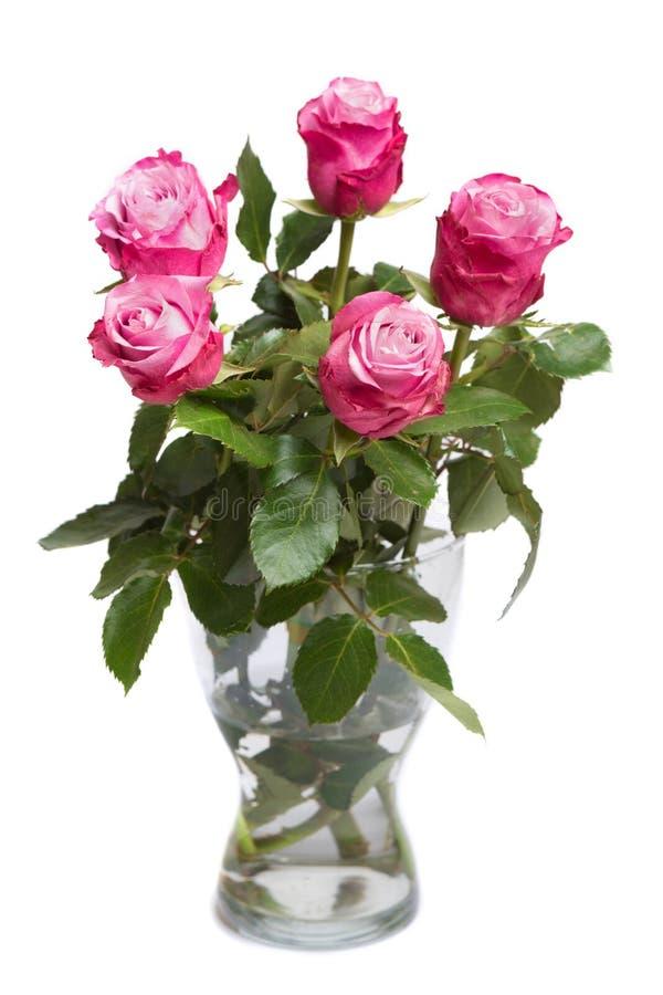 Bündel rosa Blumen im Glasvase lokalisiert auf Weiß stockfoto
