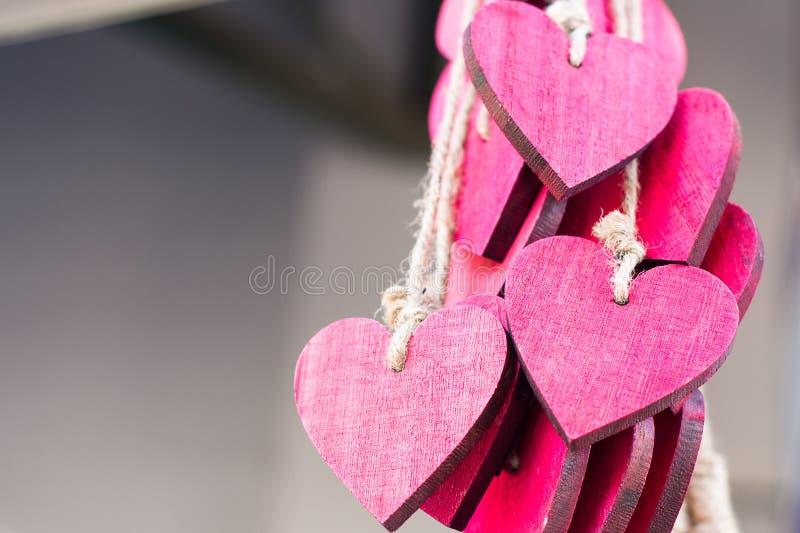 Bündel rote Herzen stockbild