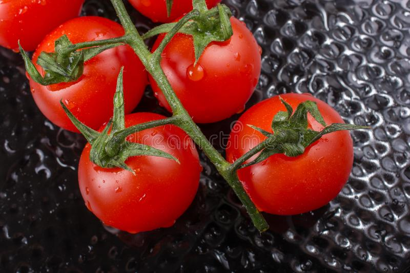 Bündel rote reife geschmackvolle frische Kirschtomaten lizenzfreies stockfoto