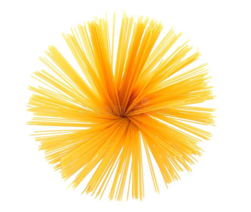 Bündel Spaghettis lokalisiert auf weißem Hintergrund stockbild