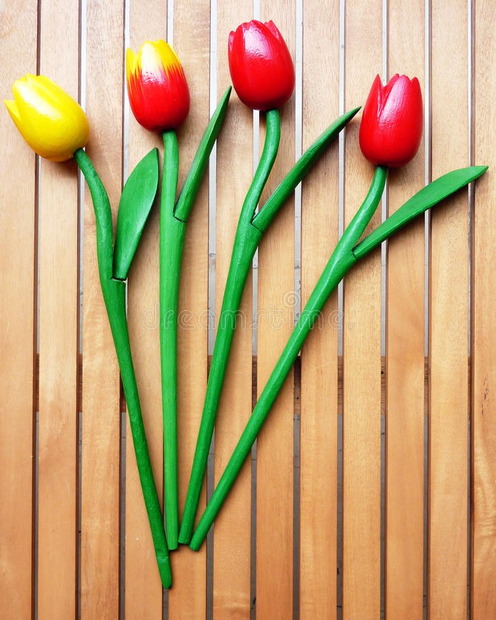 Bündel von vier gefälschten Tulpen stockbilder
