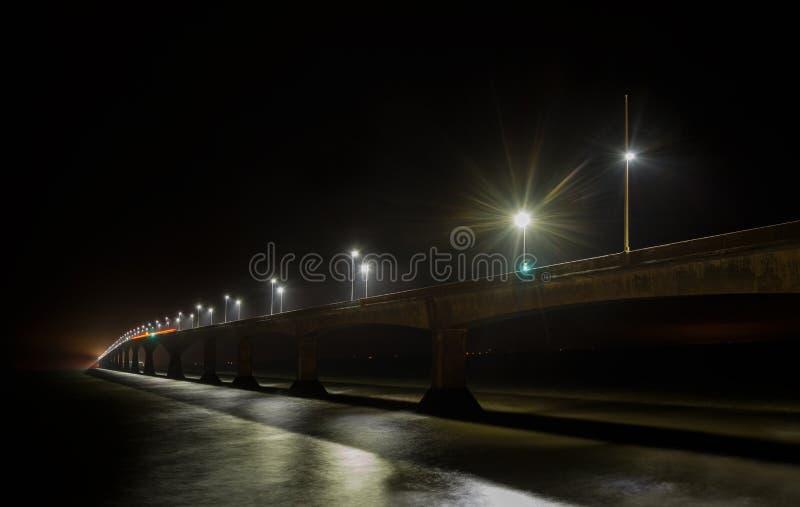 Bündnis-Brücke nachts stockbilder