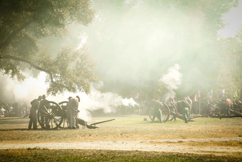 Bürgerkrieg-Canon-Feuer lizenzfreie stockfotos