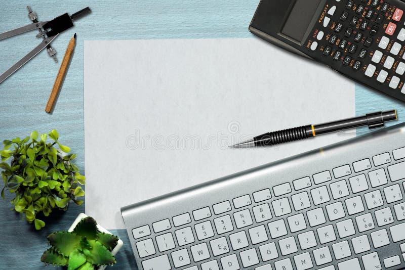 Büro-Tischplattenansicht - Blatt Papier lizenzfreie stockfotografie