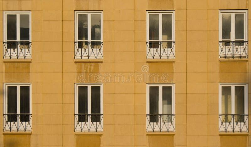 Büro Windows in Papierlösekorotron Beirut stockfotos