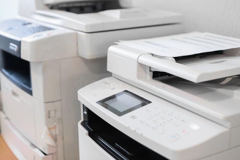 Büroeinrichtungs-Druckerabtastungs-Kopiereruniversaldrucken stockbild