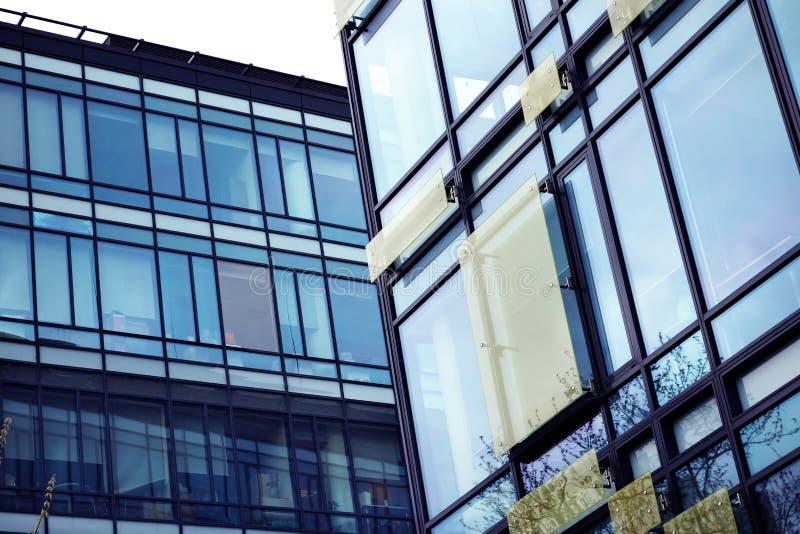 Bürogebäude lizenzfreie stockbilder