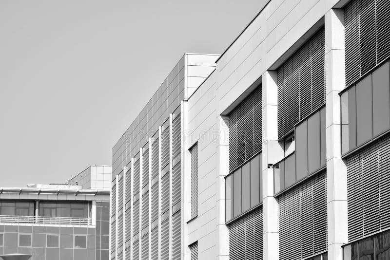 Bürogebäude-nahes hohes Modernes Bürogebäude mit Fassade des Glases Rebecca 6 lizenzfreies stockfoto