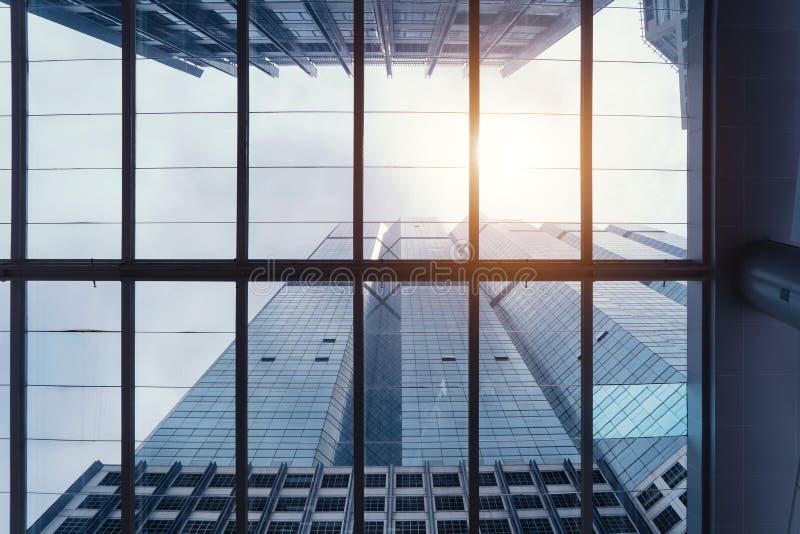 Bürogebäude Windows Glasarchitekturfassadendesign lizenzfreie stockfotos