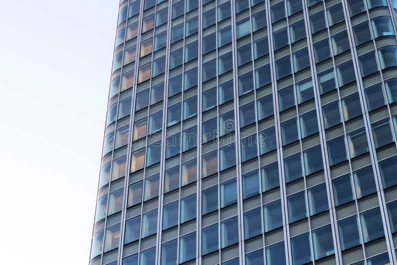 Bürohaus-Glasfassade in der Paris-Laverteidigung Frankreich lizenzfreie stockfotos