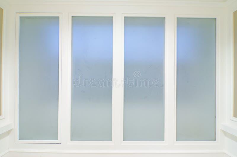 Büroinnenraum mit Glaswand lizenzfreie stockfotos