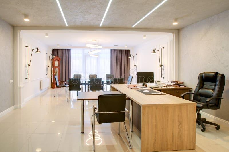 Büroraum für Verhandlungen und Sitzungen stockfoto