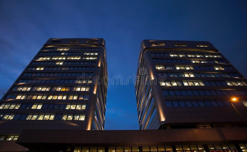 Büros bis zum Night lizenzfreie stockbilder