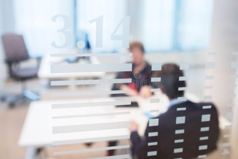 Bürositzung verwischte Leute lizenzfreie stockfotos