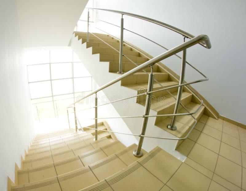 Bürotreppenhaus (fisheye Schnappschuß) stockbilder