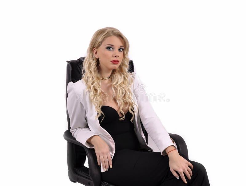 Bürovorstehermädchen auf einem weißen Hintergrund lizenzfreie stockfotografie