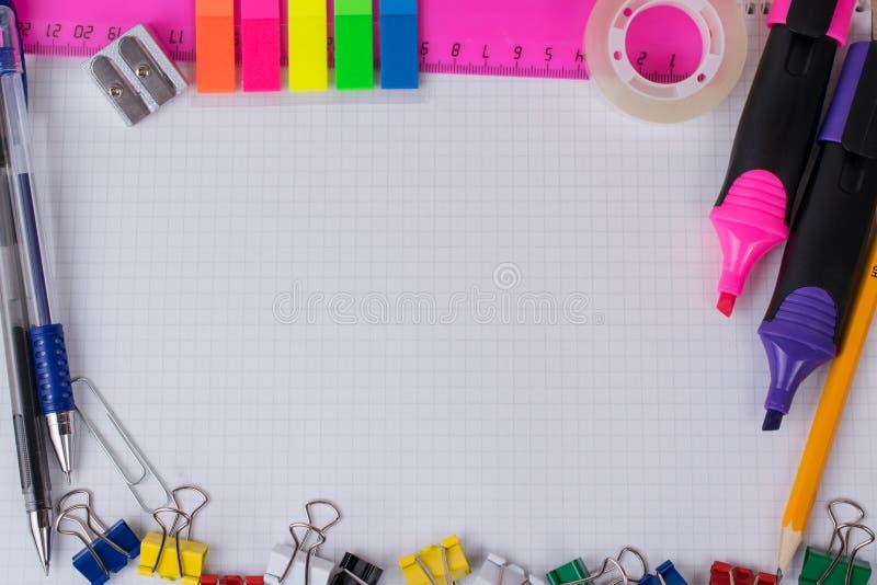 Bürowerkzeuge und -briefpapier lizenzfreie stockfotos