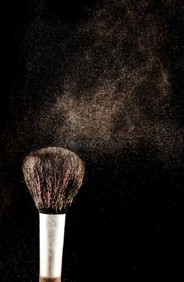 Bürste und ein Pulver heraus verbreitet stockfoto