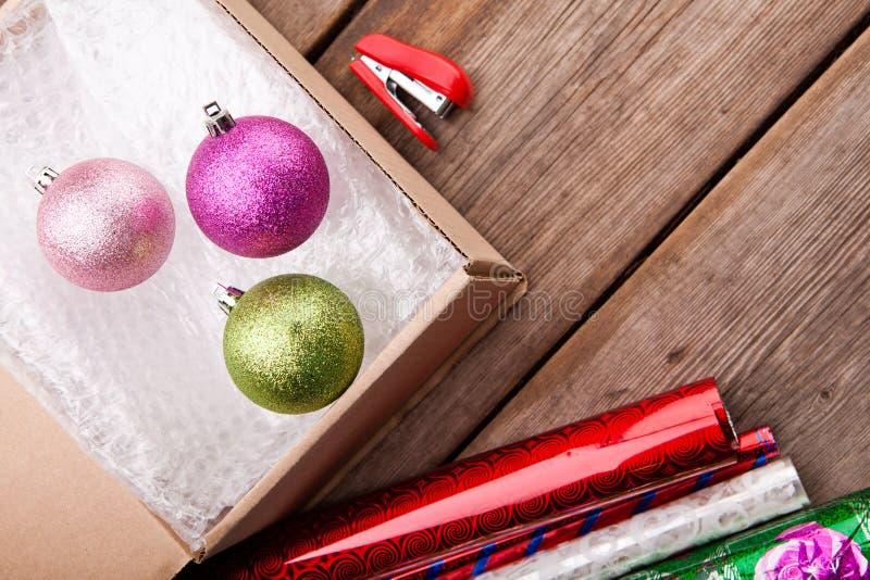 Bąbla pakunku nowego roku zabawek pudełka stół fotografia stock