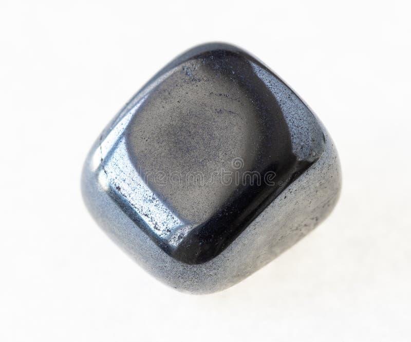 bębnujący hematytu klejnot na bielu (haematite) obraz stock
