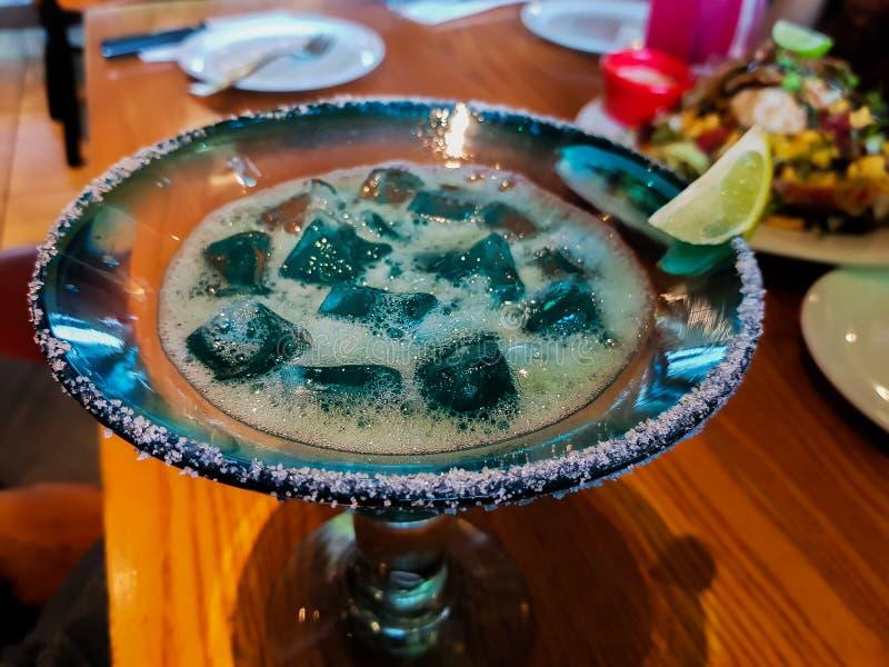 Błękit coloured miękki napój z lodem, sól i cukier przy krawędzią z cytryną zdjęcie stock