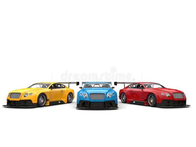 Błękit, czerwień i żółci nowożytni samochody wyścigowi w białej sala wystawowej, zdjęcia stock