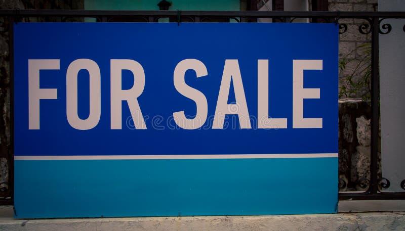 Błękit dla sprzedaż znaka zdjęcie stock