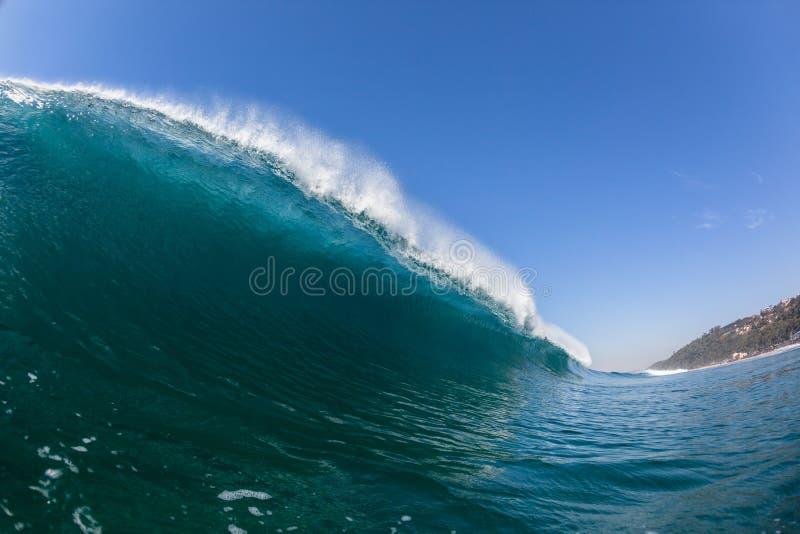 Błękit Falowej Dudniącej tubki dopłynięcia Inside woda fotografia royalty free