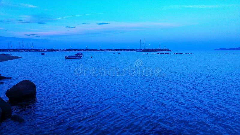 Błękit i łódź zdjęcia stock