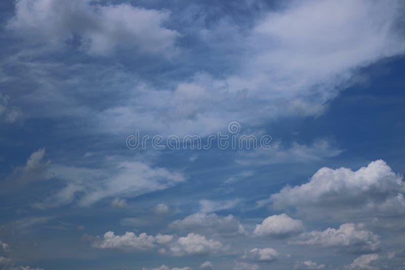błękit nieba chmury tła zdjęcia stock