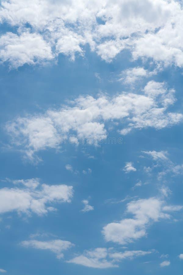 błękit nieba chmury tła fotografia stock