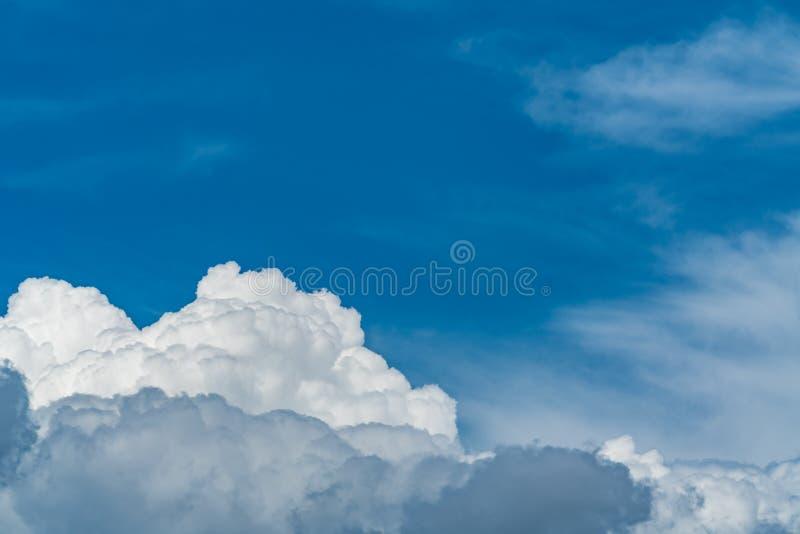 błękit obłoczny nieba biel obrazy royalty free