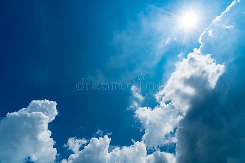 błękit obłoczny nieba biel obrazy stock